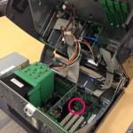 赤丸の部分がボタン電池